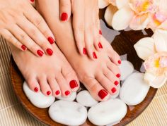 make-manicure-pedicure-last-longer-with-vinegar