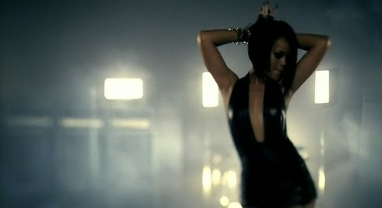 klip-rihanna-feat-jay-z-umbrella-dvdrip-screenshot-1157-rihanna1ru